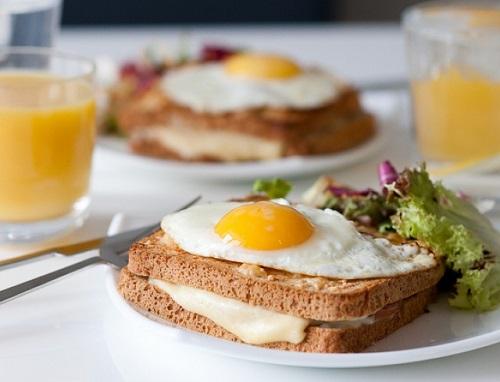 рецепт горячей закуски крок-мадам и крок-месье