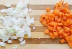 лук и морковь для горохового супа