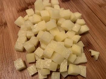 нарезка картофеля кубиком 0,5 см.