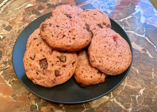 печенье с кучочками шоколада и ягодами рецепт с фото
